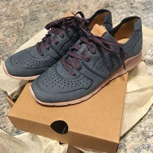 UGG Tye Sneaker DRV SZ 6.0